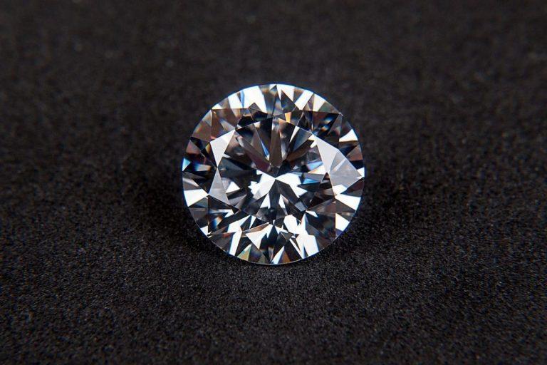 La nouvelle pierre tendance en bijouterie: la zircone cubique